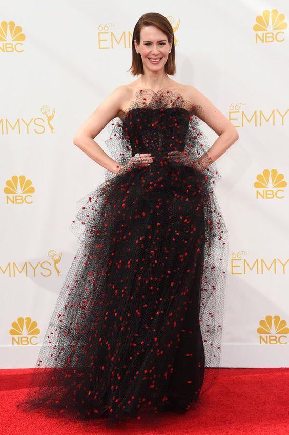 Pin for Later: 1 Nacht, 46 fabelhafte Kleider Sarah Paulson Sarah Paulson zeigte Mut in einem Tüll-Kleid.