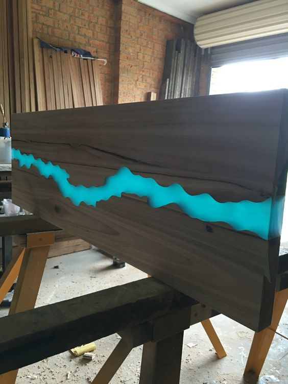 Resin river table top pinteres - Table resine epoxy ...