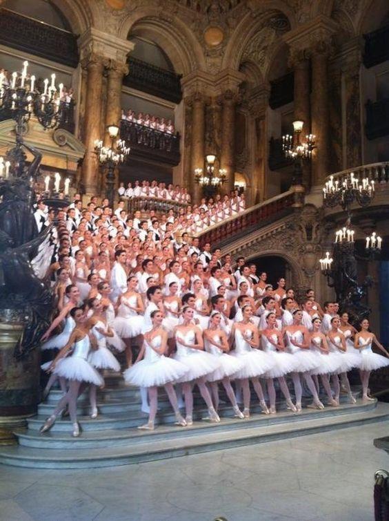 Photo de famille en collants et tutus !!! pic.twitter.com/aMzV3jaW: Paris Opera Ballet, Ballerinas Assembley, Dance Dance, House Ballerinas, Beautiful Ballerinas, Garnier Paris, De Ballet