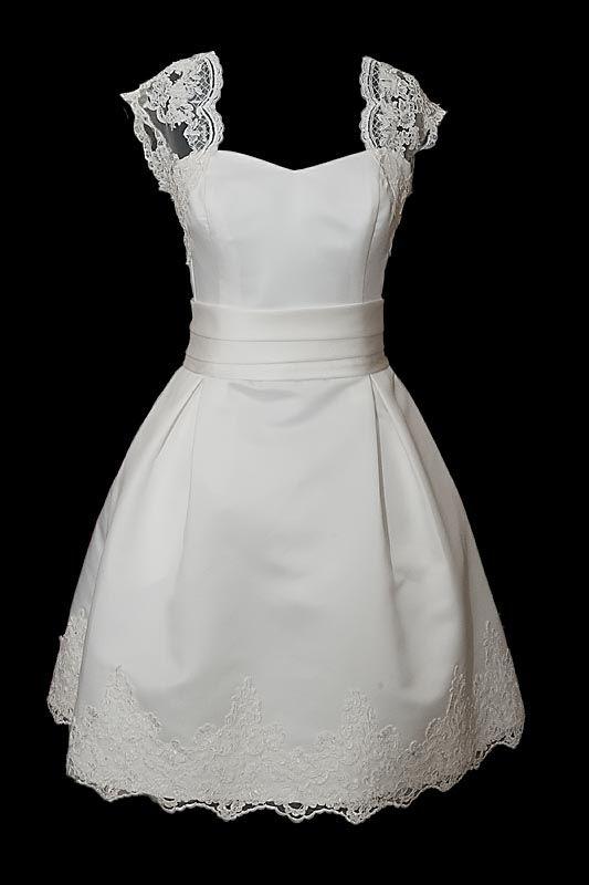 biała sukienka z dekoltem w serce