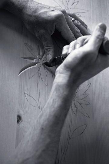 La sculpture du bois, un travail minutieux - Le bois, de la nature à l'art - CôtéMaison.fr