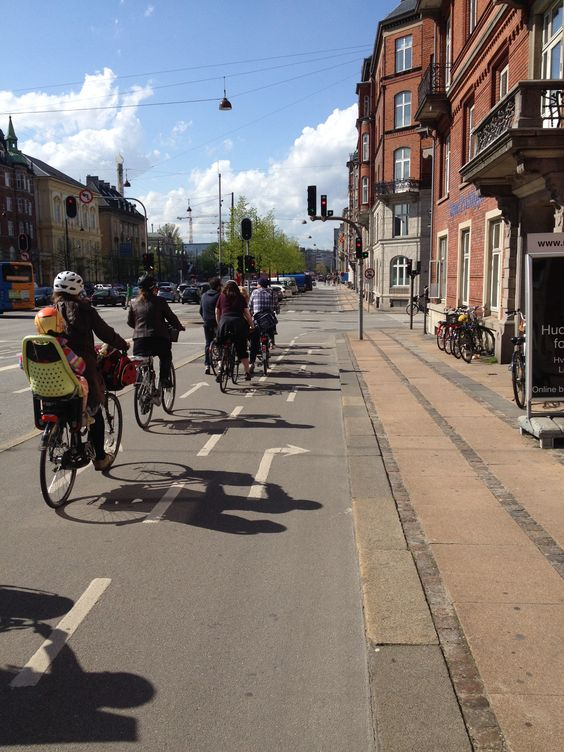 Couldn't believe it...in Copenhagen the bikes have two lanes and their own lights with arrows!