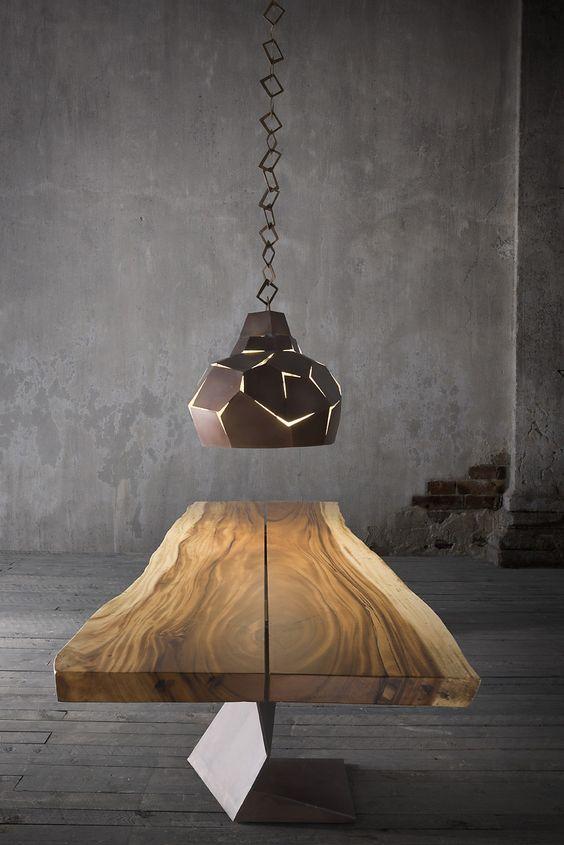 TROG - Tavolo in legno massiccio con gambe in ferro. TROG - Solid wood table with iron legs.