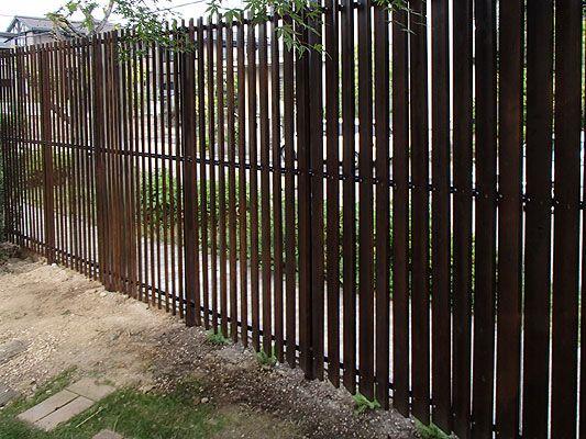 目隠し効果が十分な 縦格子ウッドフェンス 谷村庭園と水彩画のブログ 庭 フェンス 縦格子 格子