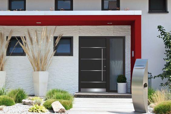 Haustüren aus neuen Verbundwerkstoffen halten buchstäblich dicht: Dank der sehr guten Dämmwerte werden Energieverluste spürbar verringert. Foto: djd/noblesse Türfüllungen GmbH & Co. KG