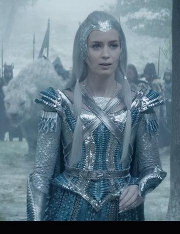 Le chasseur et la reine des glaces winter pinterest elsa - Robe reine des glaces ...