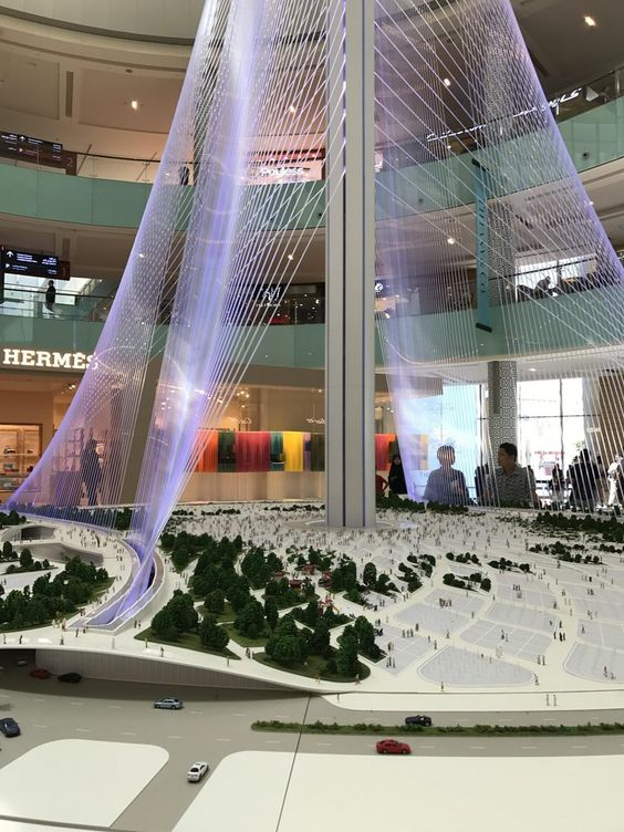 The model in Dubai Mall shows the details of the cables and cable anchors