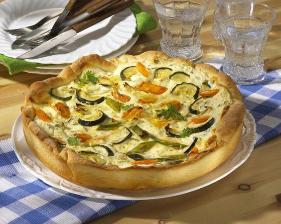 Unser beliebtes Rezept für Möhren-Zucchini-Quark-Quiche und mehr als 55.000 weitere kostenlose Rezepte auf LECKER.de.