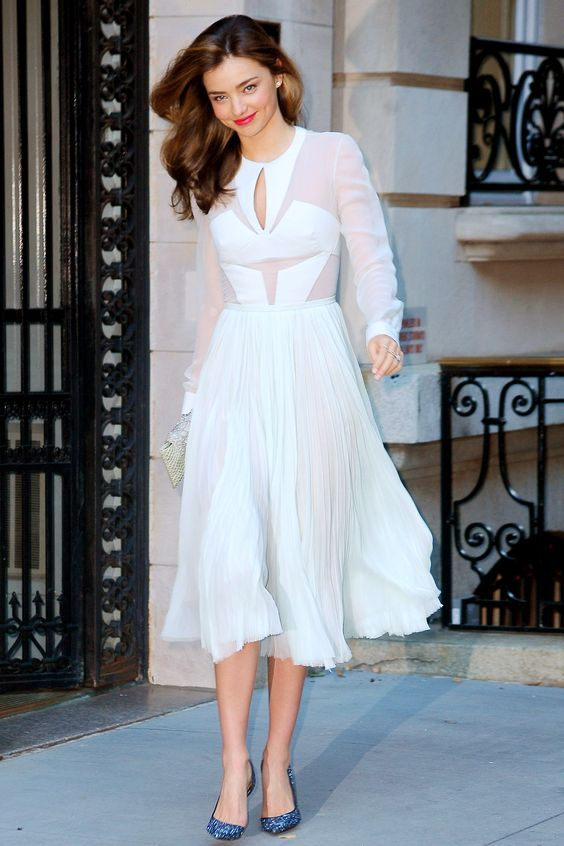 Miranda Kerr teamed a J. Mendel dress with Christian Louboutin heels to attend the opening night of the play, in which her husband Orlando Bloom stars in the leading role.