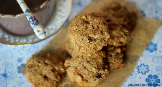 Das Frühstückskekskrümelmonster hat wieder zugeschlagen. Mit Müslikeksen. Die schmecken lecker vollkornig und ein bisschen fruchtig. Ich bi...