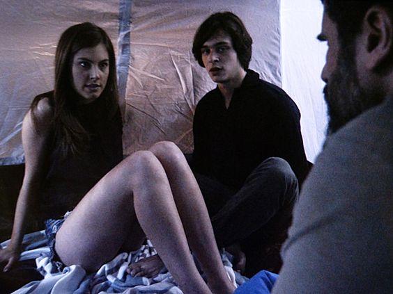 Gael flagra Bianca e Henrique se beijando na barraca e dá chega para lá em paulista