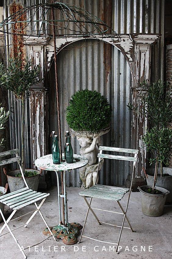 Atelier de Campagne - this would be a great garden vignette