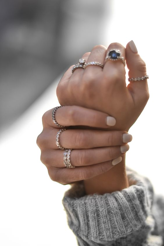 We love this cool and fashionable ring style by blogger Laurie Young of @ruecollective #PANDORAring #PANDORAstyle