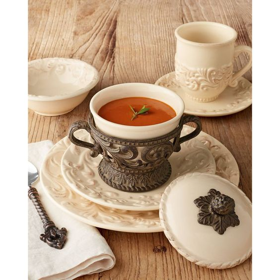 GG Collection Acanthus Covered Bowl with Metal Holder