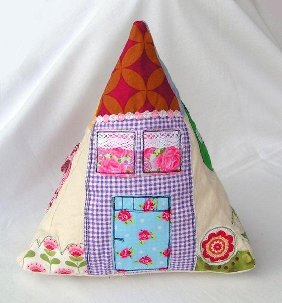 Dreieck-Spielkissen, Haus, Garten, Postkasten von Mami Made It auf DaWanda.com