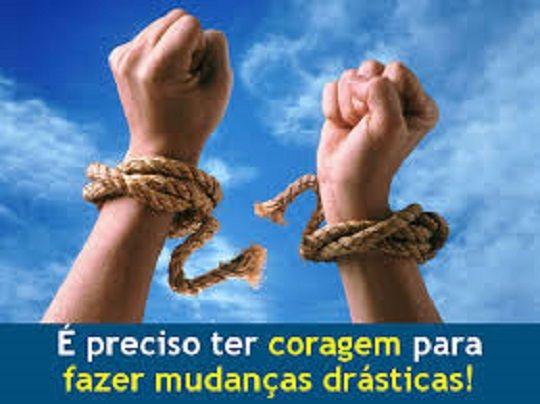 Jamais tenha espírito de derrota , pois assim você será derrotado facilmente . Viva com garras e dentes ... http://anabelacoliveira.com/e/E-Preciso-Coragem
