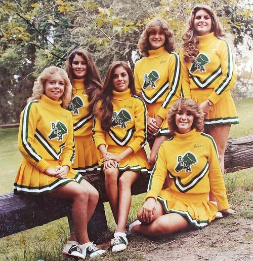 Cheerleaders from my day. Saddle shoes, swirly skirts, big long sleeved tops and Farrah Fawcett hair!