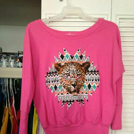 Sweat shirt Pink, lion print Derek Heart Tops Sweatshirts & Hoodies