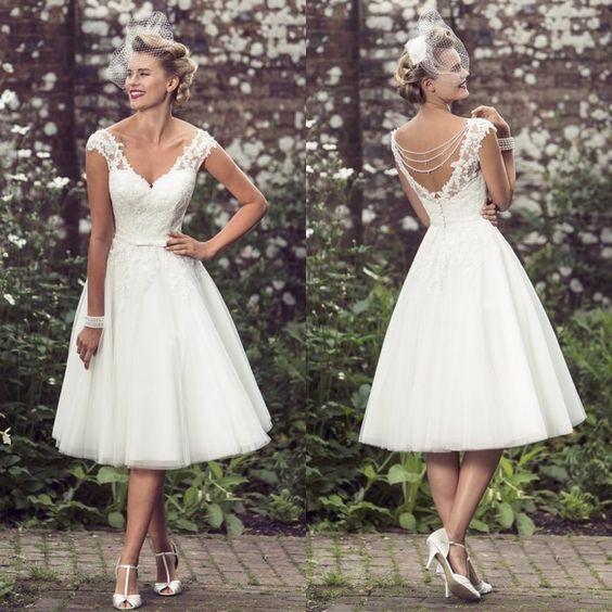 Robe de mariée courte dos échancré en V