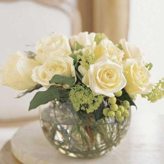 Pecera con rosas blancas flores pinterest elba and for Centros de mesa con peceras