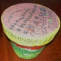 proposons aux enfants de se fabriquer un tam tam sur la base d 39 un pot en terre recouvert de. Black Bedroom Furniture Sets. Home Design Ideas