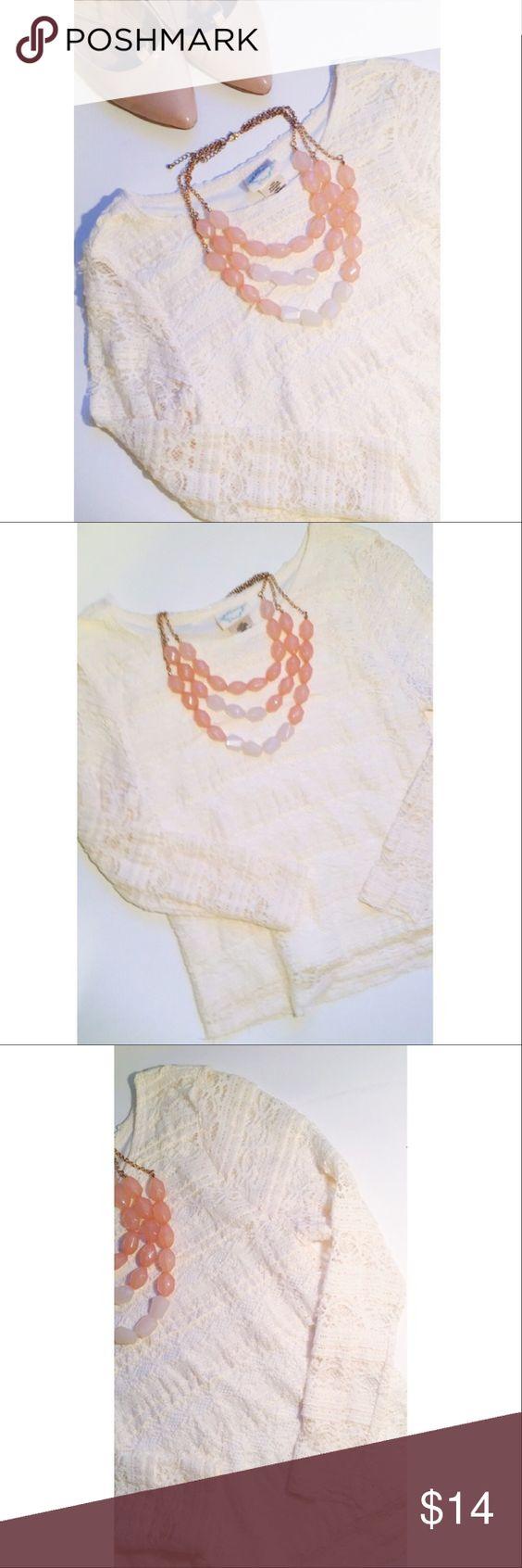 Lace Crop Top🎀 Long sleeve lace crop top! Belle Du Jour Tops Crop Tops