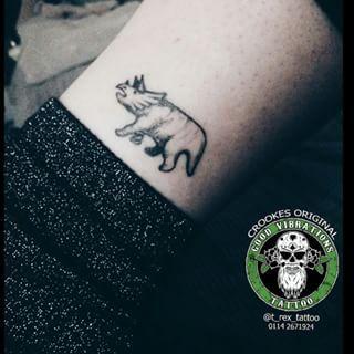Para los que aman los dinos. | Community Post: 19 Pequeños tatuajes de los cuales no te arrepentirás