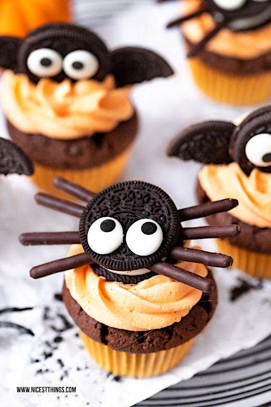 Fledermaus Cupcakes Und Spinnen Cupcakes Ein Halloween Rezept Fur