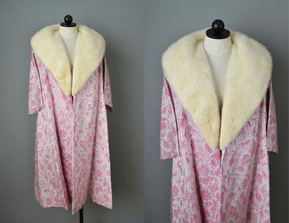 Vintage 60s Pink and Silver Brocade Coat with Mink Collar // Large #vintage #mink #madmen #furcoat #wintercoat #polarvortex