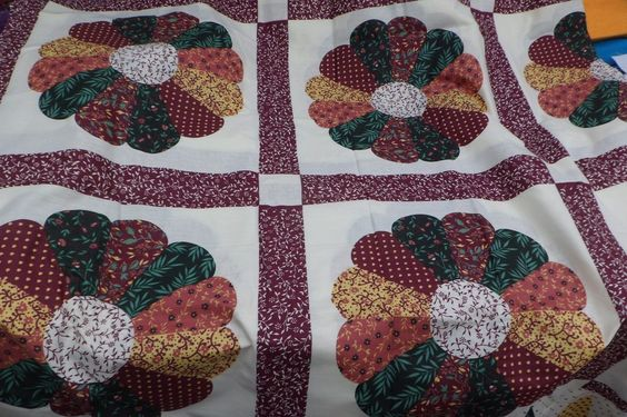 Dresden Plate Off White Background Cheater Quilt Top 90 Quot X