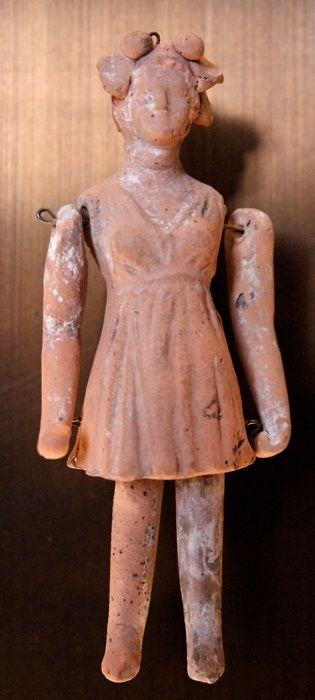 Pop. Terracotta, gemaakt in Tarentum (oude Griekse kolonie, tegenwoordig Italië) 3e eeuw voor Christus.