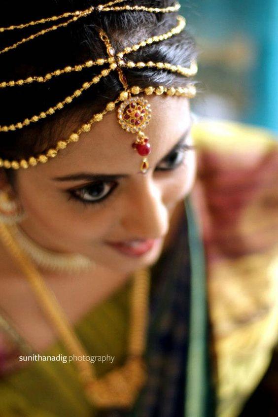 Indian bride wearing bridal jewellery. Maang tikka
