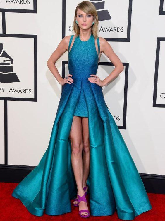 Taylor Swift di karpet merah Grammy Awards ke 57 di Los Angeles, California (8/2/2015). Ia tampil cantik dengan gaun hijau toska bentuk 'A-Line' dari desainer Elie Saab. (Bintang/EPA)