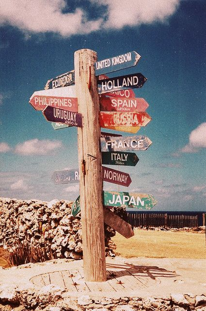 so cute! I wanna make this for my room/home...inspire by this picture and PLNU's study abroad sign.: