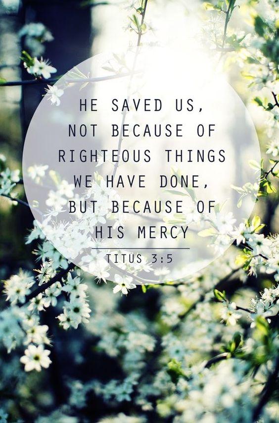 Tito 3:5 nos salvó, no por obras de justicia que nosotros hubiéramos hecho, sino por su misericordia, por el lavamiento de la regeneración y por la renovación en el Espíritu Santo ♔: