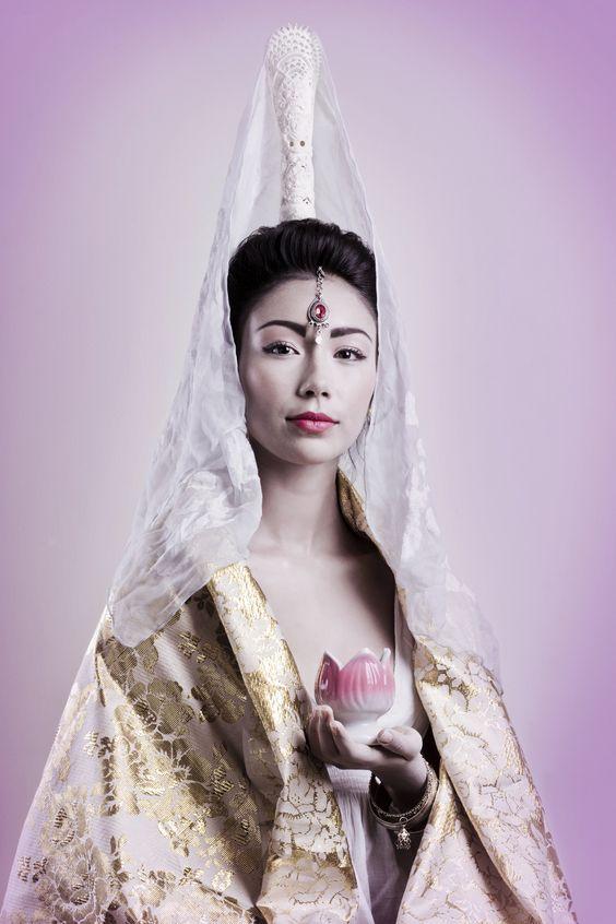 """Producciones Reviste la Calle: """"FE"""" Budismo-Kwan Yin- Estilismo: Majo Arévalo y Romina Mauriziano. Modelo: Amanda Ibáñez. Maquillaje y Pelo: Carolina Rojas."""