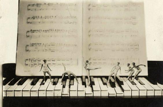 paper doll piano dance