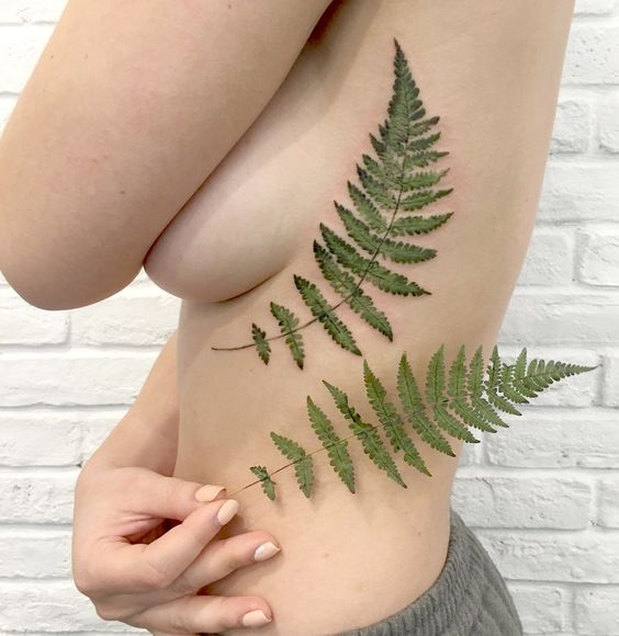 Searching for a more organic design process, she started dipping live leaves in tattoo stencil ink, pressing them directly on her customers' bodies. #ritkit #liveleaftattoos #tattrx #scene360