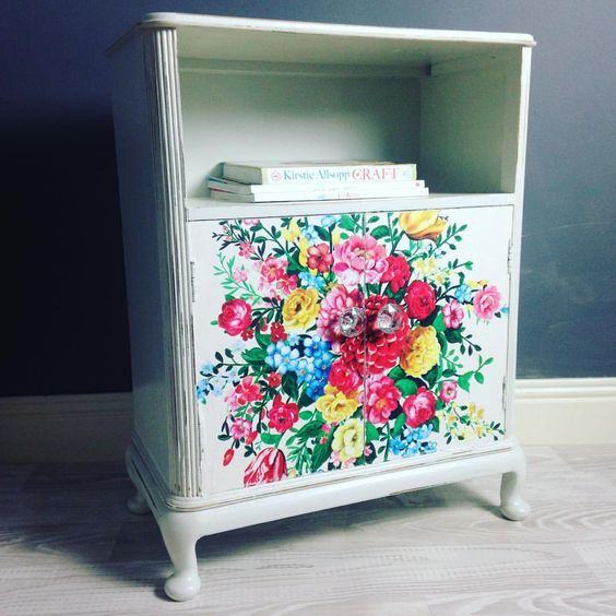Cute large locker with a shelf #kylelaneclonmel #furnituremakeover #upcycledfurniture