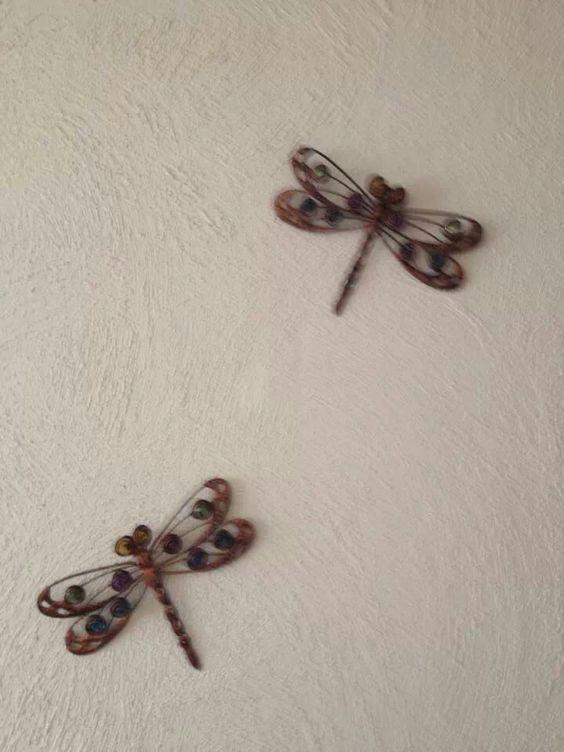 Las libélulas se consideran en China como bendiciones del cielo, coloca dos en la entrada de tu casa para atraer el éxito y la prosperidad.