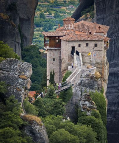 extremelywonderfulplaces:  cornersoftheworld:  Roussanou Monastery, Meteora, Greece | by mcastellucci  I loved this place!
