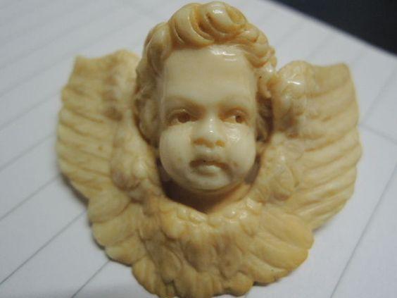 wunderschöne alte Engel  Brosche aus Bein 19.Jhrt