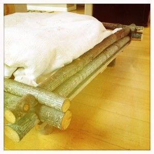 VERY cool dog bed idea. Lincoln log style, out of slash.