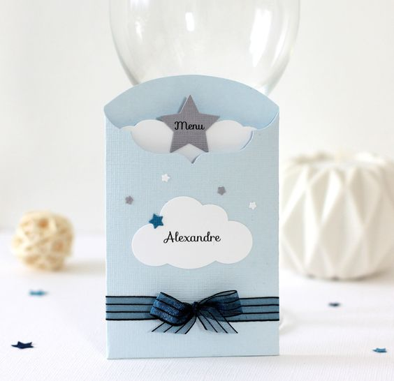 Menu et marque place 2 en 1 th me nuage et toiles for Decoration table bapteme