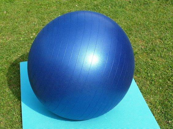 Learn the benefits of working on a stability ball, using the ball safely and exercises that will strengthen your lower body and core for sexy legs and abs.