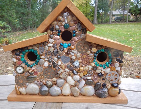 http://www.StonedBirdhouse.com  Birdhouse made with river rock