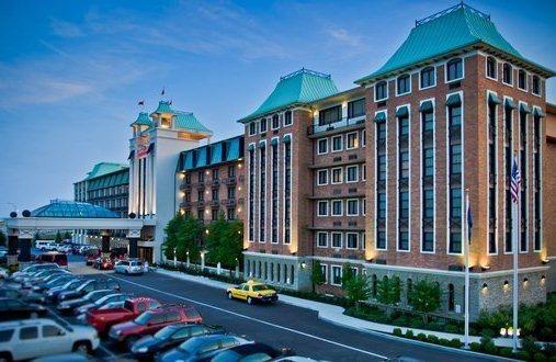Hotel Deal Checker Crowne Plaza Louisville Airport Kentucky Expo Center
