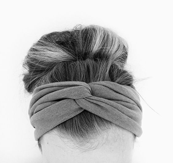 do it yourself divas: DIY Twisted Headband - going to make this with a covering on the back for the seam!