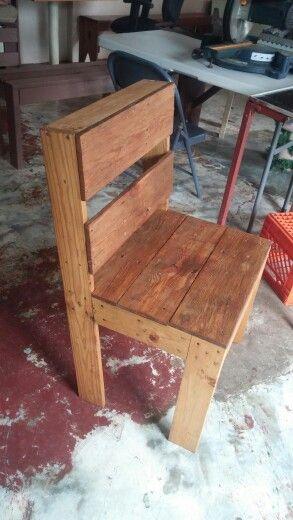 Una de mis sillas del juego de comedor