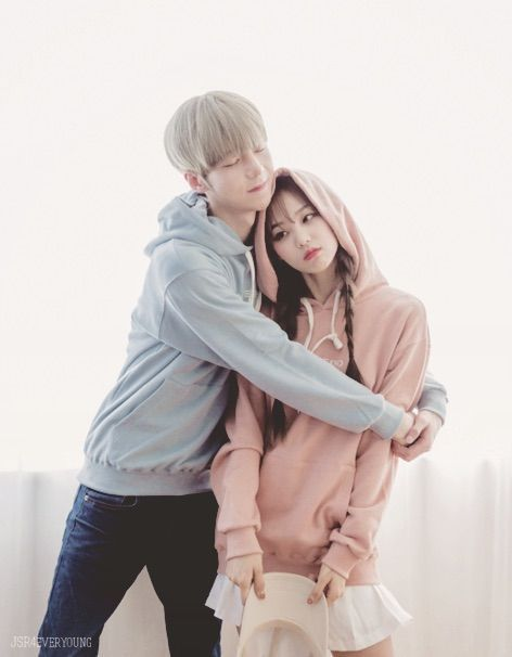 รูปภาพจาก We Heart It #couple #kfashion #korean #ulzzang #ulzzangcouple #